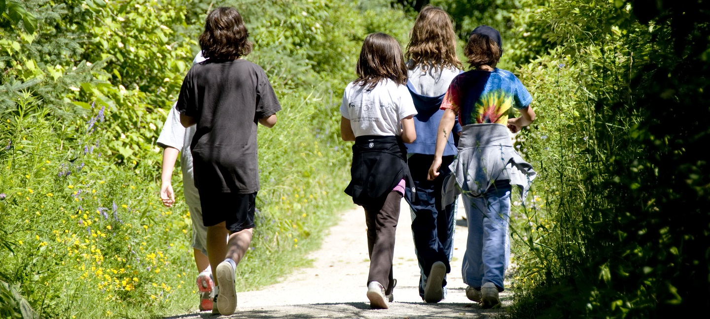 students explore trail at Kortright Centre