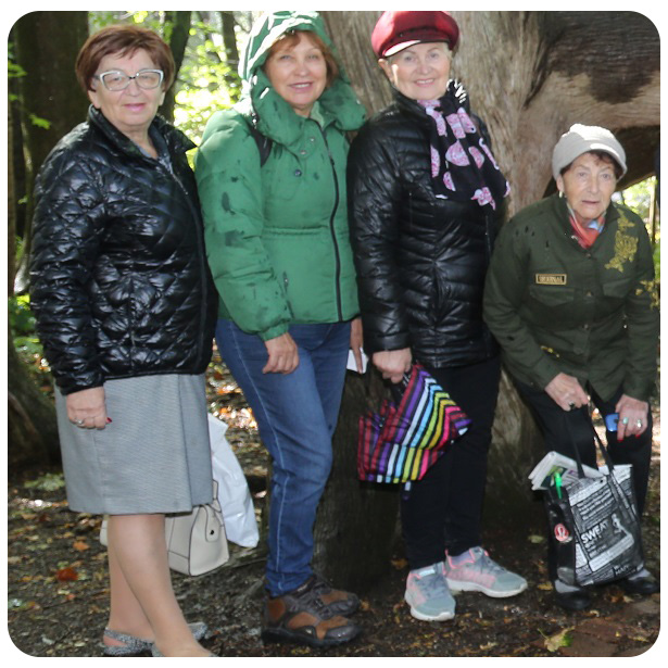 seniors on group outing at Kortright Centre