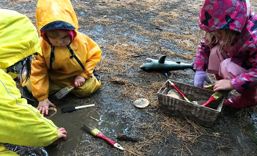 children paint with mud at the Kortright Centre Nature School