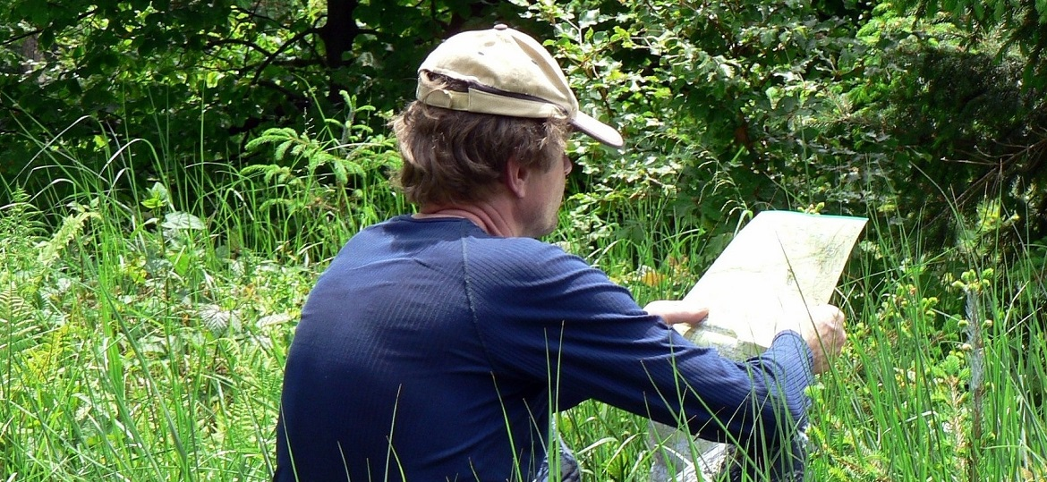 a visitor to Kortright Centre uses a map to explore the property
